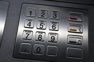 銀行のATMは3回間違えるとカードがロックされる